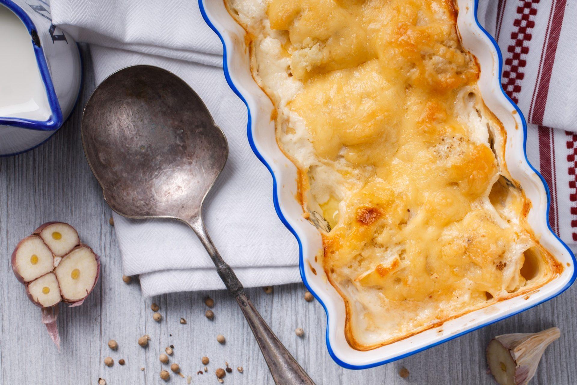 Gratin of cauliflower, potatoes and cheese